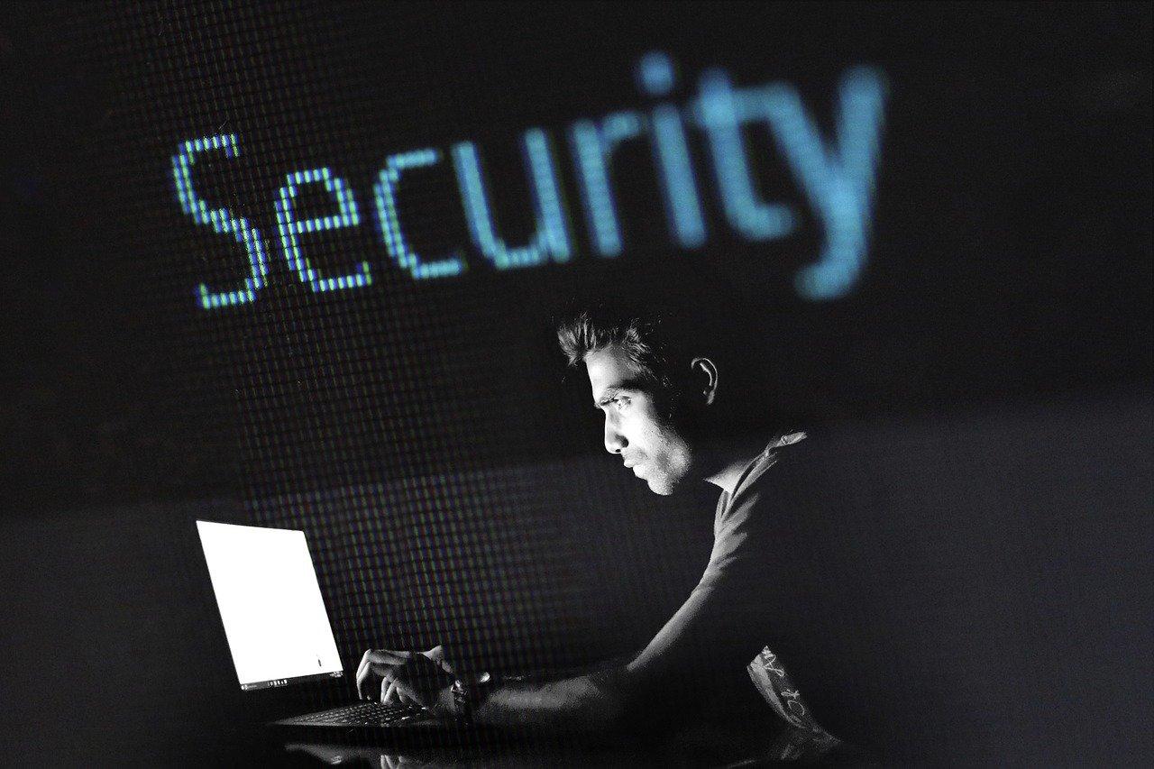 Hoe kan je jezelf beschermen tegen cybercriminaliteit   Nieuws   Europees  Parlement